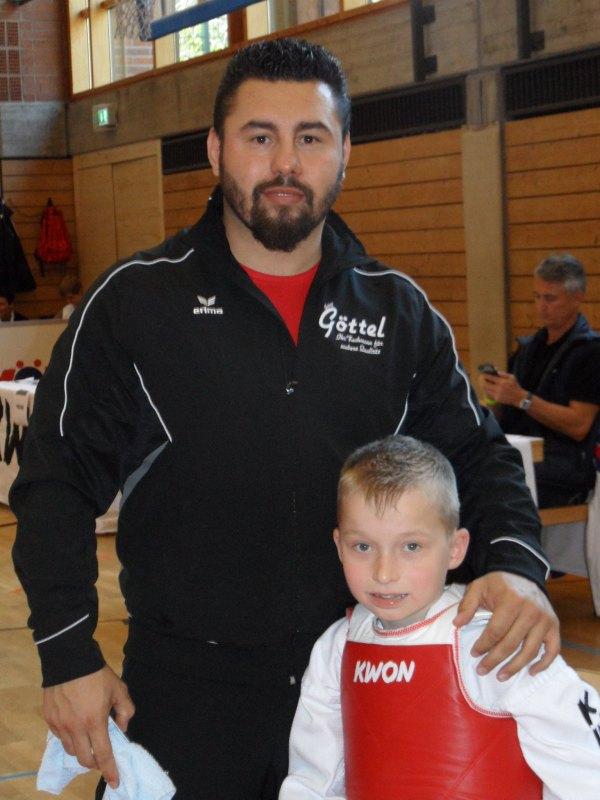 1. Bayernpokal 2014 in Roth - Mustafa Gürel mit einem seiner Sportler