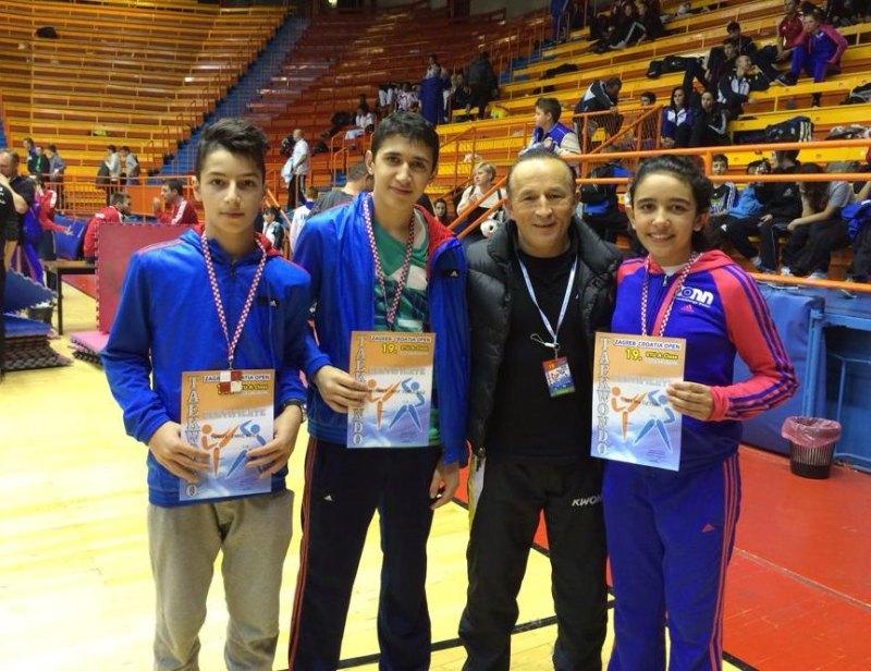 Croatia Open 2013 in Zagreb - Yunus Koca, Mehmet Yorulmaz und Selina Öztürk mit ihren Medaillen und BTU-Landestrainer Özer Gülec
