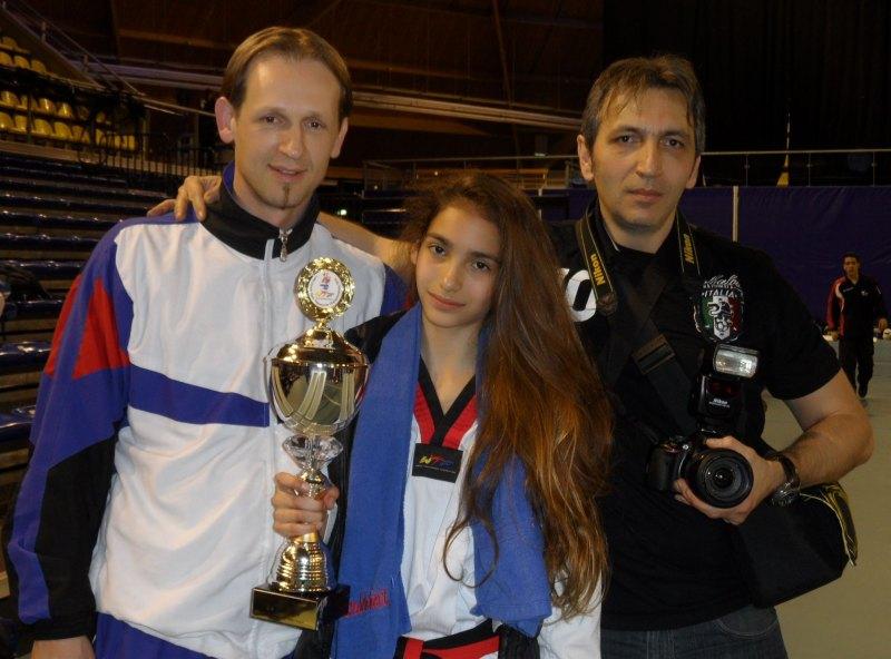 Dutch Open 2014 in Eindhoven - Tatiana Miccoli mit Siegerpokal sowie ihrem Coach Shkelzen Demhasaj und ihrem Vater Moreno Miccoli