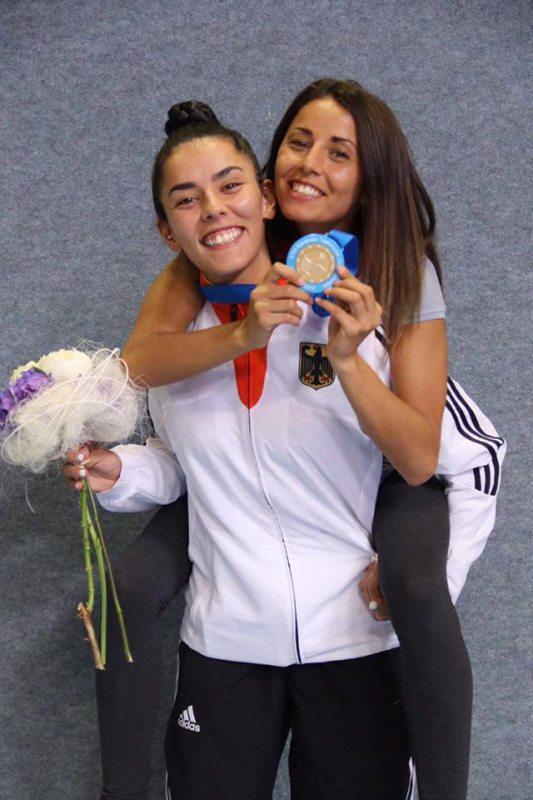 Europameisterschaft 2016 Montreux - Rabia Gülec mit ihrer Bronzemedaille sowie ihrer Schwester Sümeyye Manz