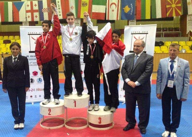 Internationales Kinderturnier Konya 2013 - Vasilios Katsaros bei der Siegerehrung