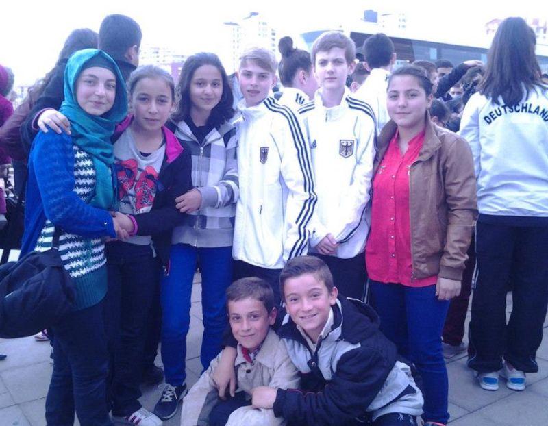Internationales Kinderturnier Konya 2013 - Kevin Rasch und Yannik Grebe mit türkischen Kindern