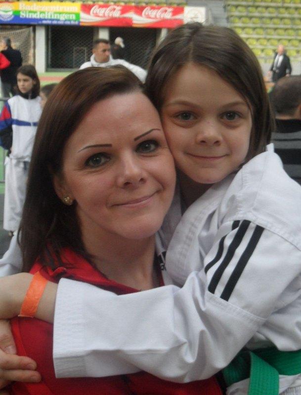 Internationales Kinderturnier Sindelfingen 2014 - Roja Rezaie mit ihrer Mutter Jeanniene Rezaie
