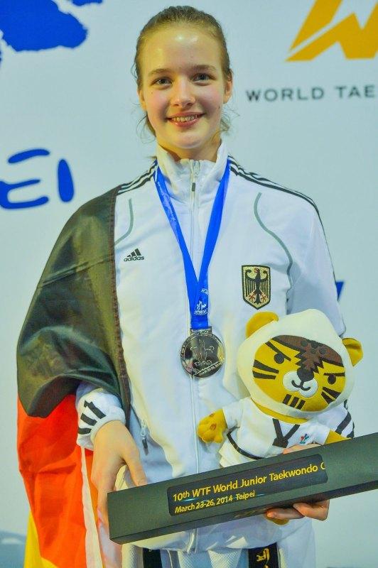 Jugend-(U18)-Weltmeisterschaft 2014 in Taipeh - Vanessa Körndl mit ihrer Silbermedaille