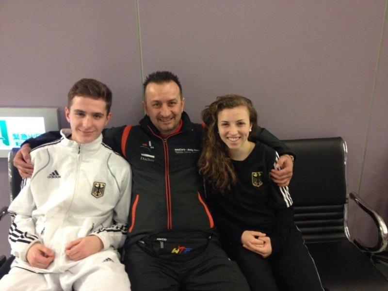 Jugend-(U18)-Weltmeisterschaft 2014 in Taipeh - Andreas Tausch und Nicole Ohlmann mit ihrem Heimtrainer Demirhan Aydin