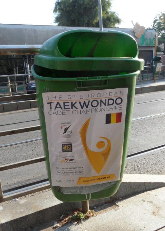 Kadetten-(U15)-Europameisterschaft 2013 in Bukarest - Turnierplakat auf Mülleimer