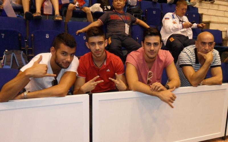 Kadetten-(U15)-Europameisterschaft 2013 in Bukarest - Tahir Gülec, Christos Pragalos, Nikos Karamangiolis als Zuschauer