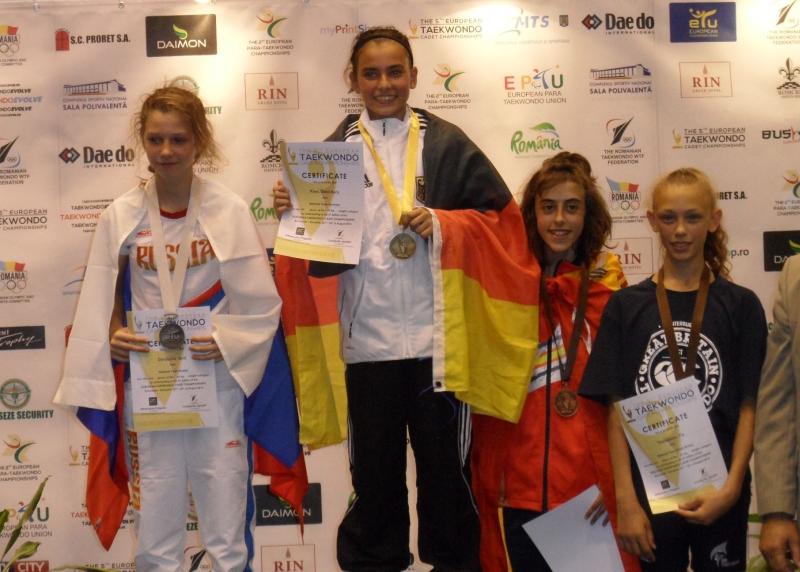Kadetten-(U15)-Europameisterschaft 2013 in Bukarest - Sebil Sara Kaya bei der Siegerehrung