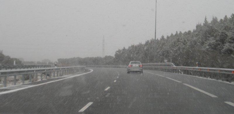 Schnee auf der Autobahn von Zamora nach Madrid