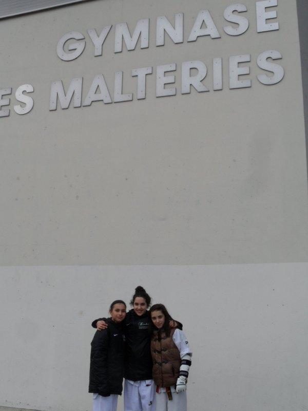 Open International d'Alsace 2014 in Schiltigheim - Sebil Kaya, Chamutal Castano und Melanie Felix vor der Wettkampfhalle