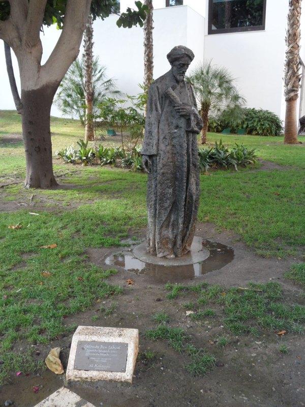 Statue des jüdischen Philosophen und Dichters Solomon ben Jehuda ibn Gabirol