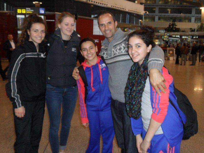 Vanessa Killisperger, Anna-Lena Frömming, Sebil Sara Kaya und Chamutal Castano mit Manuel Hidalgo