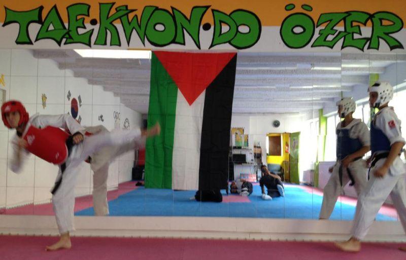 Sportler des Arab Sport Center aus Ostjerusalem bei TKD Özer