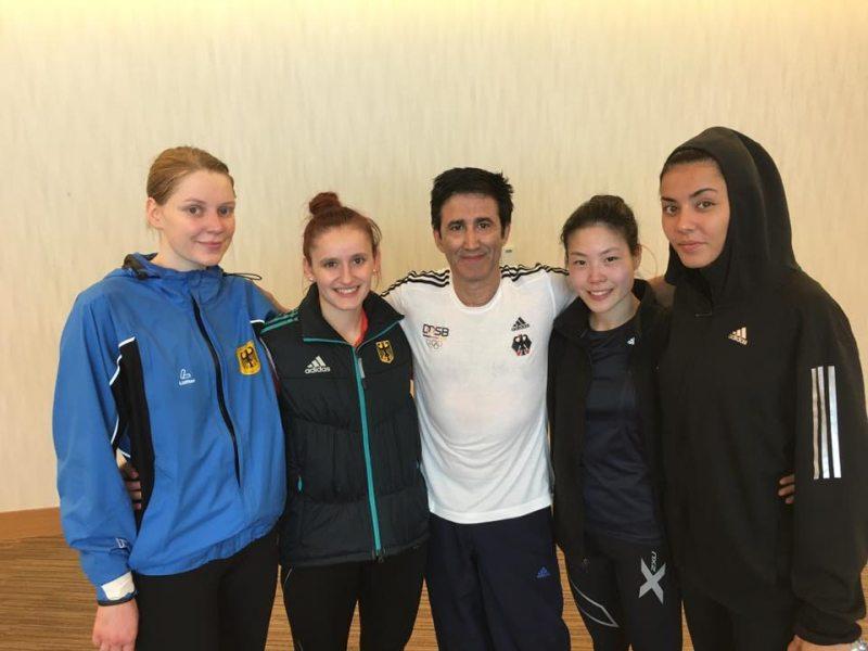 Qatar Open 2016 in Doha - Anna-Lena Frömming, Roxana Nothaft, Shae-Ron Kim und Rabia Gülec mit Trainer Carlos Esteves