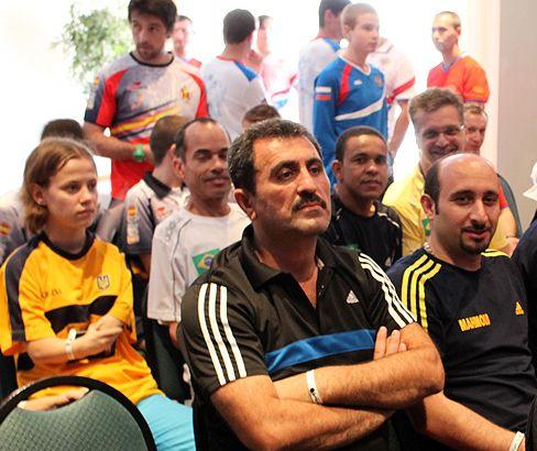 TKD Özer erfüllt ukrainischer Sportlerin den Traum von der Teilnahme an der Behinderten-WM - Viktoriia Marchuk bei der Coach-Besprechung