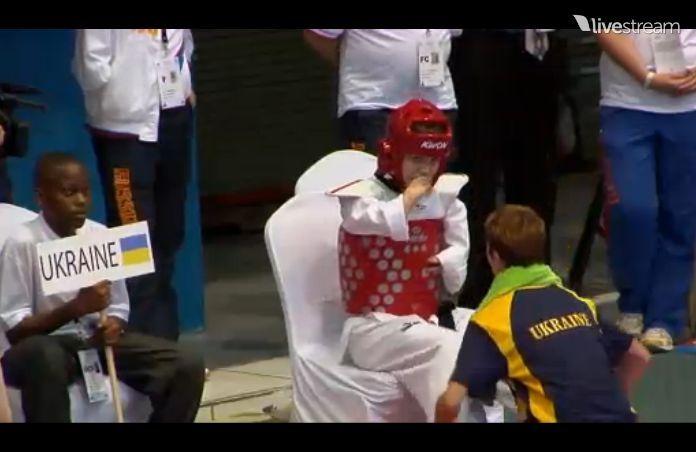 TKD Özer erfüllt ukrainischer Sportlerin den Traum von der Teilnahme an der Behinderten-WM - Viktoriia Marchuk mit ihrer Trainerin Yuliya Volkova in einer Rundenpause bei der Behinderten-WM