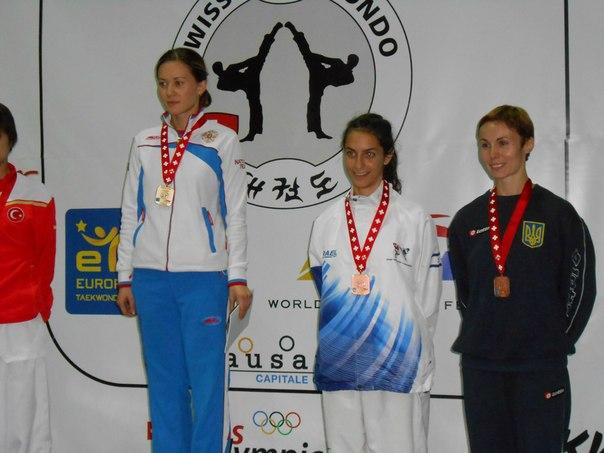 TKD Özer erfüllt ukrainischer Sportlerin den Traum von der Teilnahme an der Behinderten-WM - Yuliya Volkova bei der Siegerehrung der Swiss Open 2012