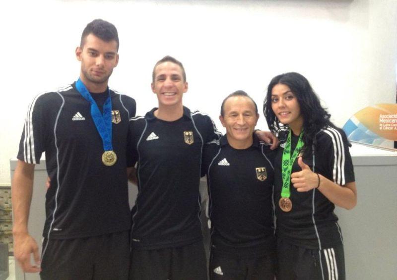 Tahir und Rabia Gülec mit ihren WM-Medaillen mit Özer Gülec und Daniel Manz