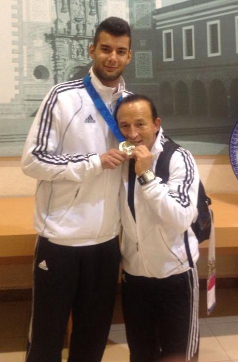 Tahir und Özer Gülec mit der WM-Goldmedaille