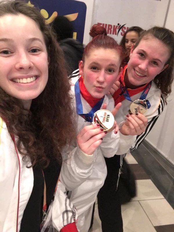 Turkish Open 2016 Belek - Giuliana Federici, Roxana Nothaft mit ihrer Goldmedaille und Lorena Brandl mit ihrer Silbermedaille