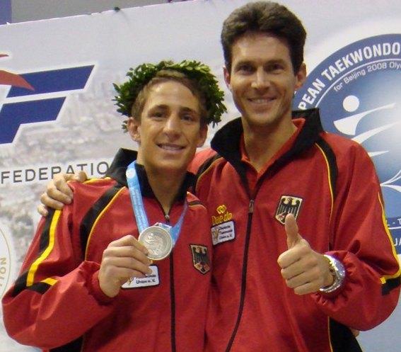Vereinswechsel - TKD Özer begrüßt Daniel Manz - Daniel Manz mit seiner Medaille vom Europäischen Olympia-Qualifikationsturnier und Coach Markus Kohllöffel