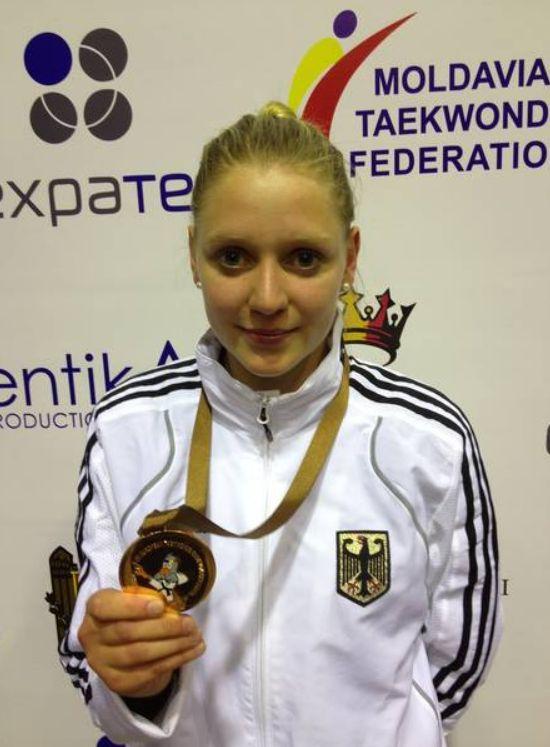 Vereinswechsel - Willkommen bei TKD Özer, Anna-Lena Frömming! - Anna-Lena Frömming mit ihrer U21-EM-Medaille
