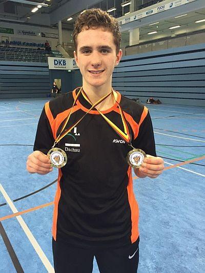 Vereinswechsel - Wir begrüßen Andreas Tausch als neues Vereinsmitglied von Taekwondo Özer - Andreas Tausch mit DM-Medaillen