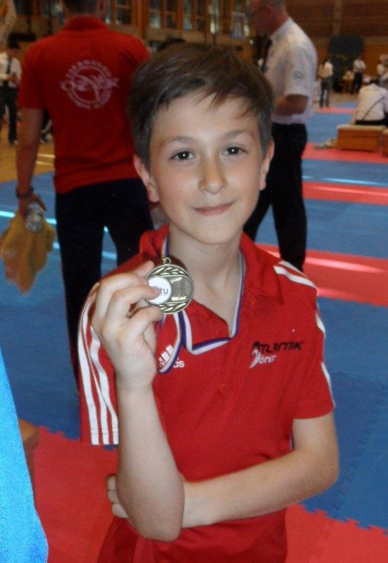 1. Bayernpokal 2014 in Roth - Emre Tepe mit seiner Goldmedaille