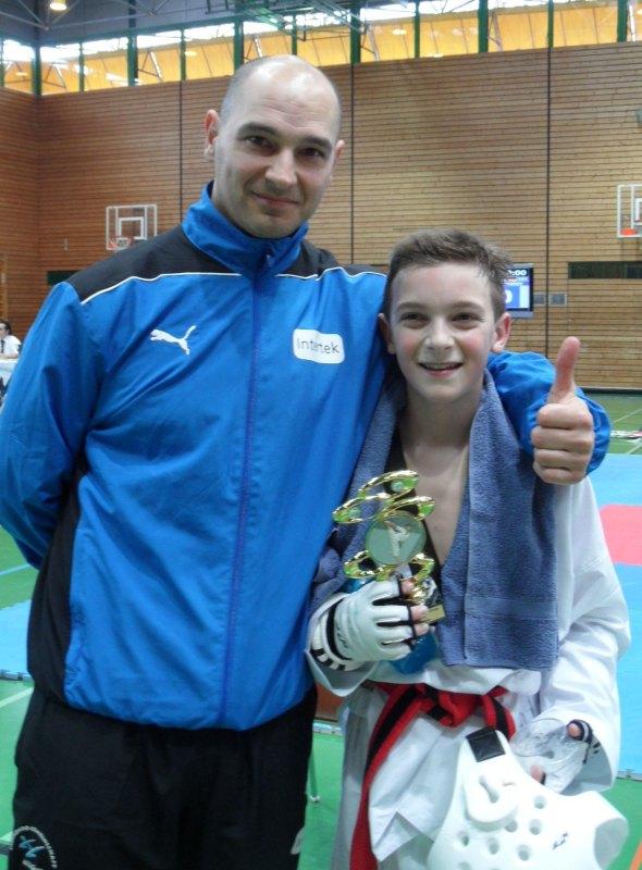 Creti Cup 2014 in Reutlingen - Miguel Floder mit seinem Vater Marco Scheiterbauer und seinem Siegerpokal