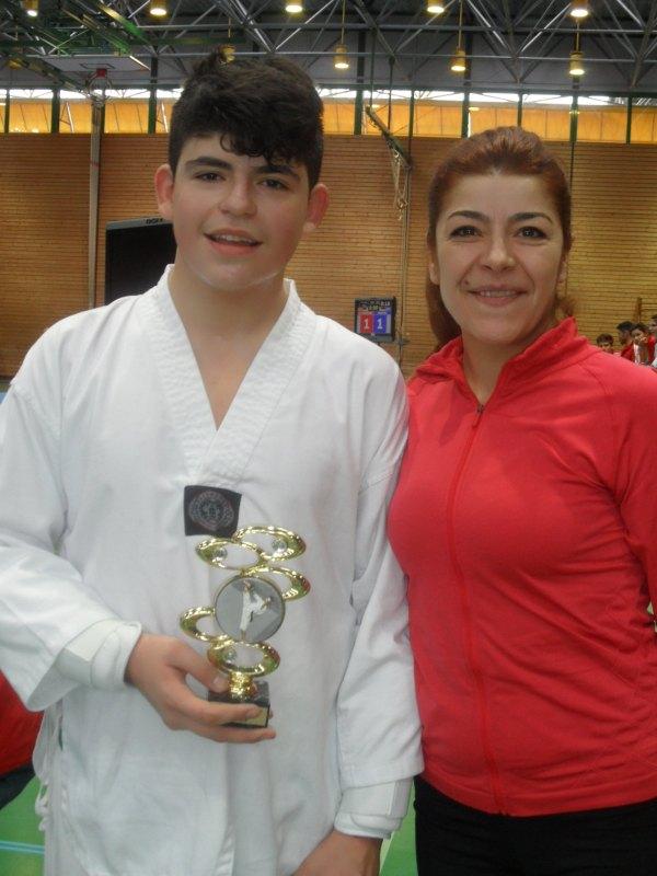 Creti Cup 2014 in Reutlingen - Batuhan Cosar mit seiner Mutter und seinem Siegerpokal