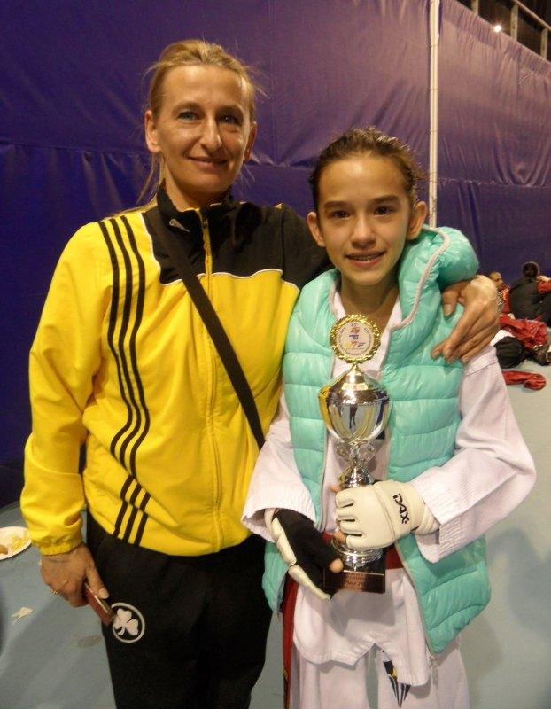 Dutch Open 2014 in Eindhoven - Shayna Guerra mit ihrem Pokal und ihrer Mutter Agnes Guerra