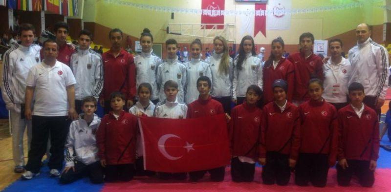 Internationales Kinderturnier Konya 2013 - DTU-Team mit der türkischen Mannschaft