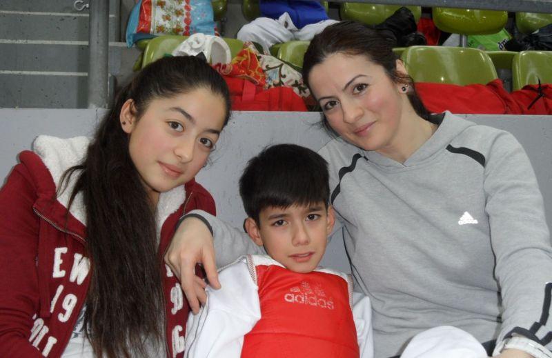 Internationales Kinderturnier Sindelfingen 2013 - Kubilay Yilmaz mit seiner Mutter Schwester Aleyna und seiner Mutter Serpil