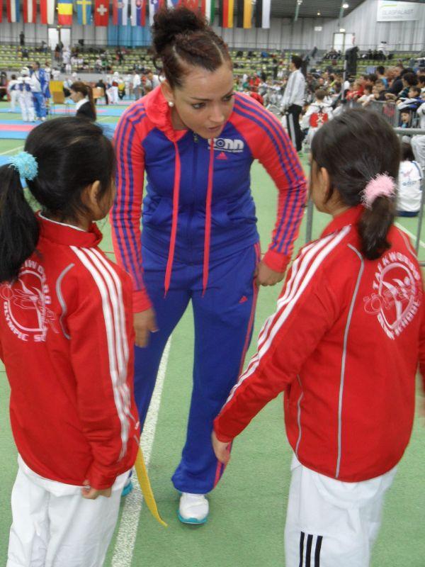 Internationales Kinderturnier Sindelfingen 2013 - Coach Vera Komrsova mit Leyla Gül und Alara Öztürk