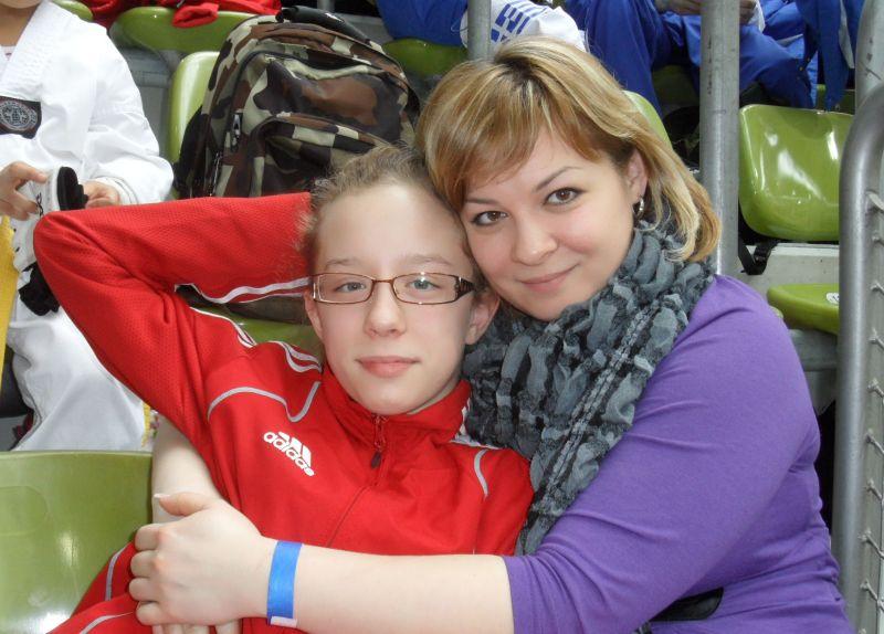Internationales Kinderturnier Sindelfingen 2013 - Nicole Maul mit ihrer Mutter