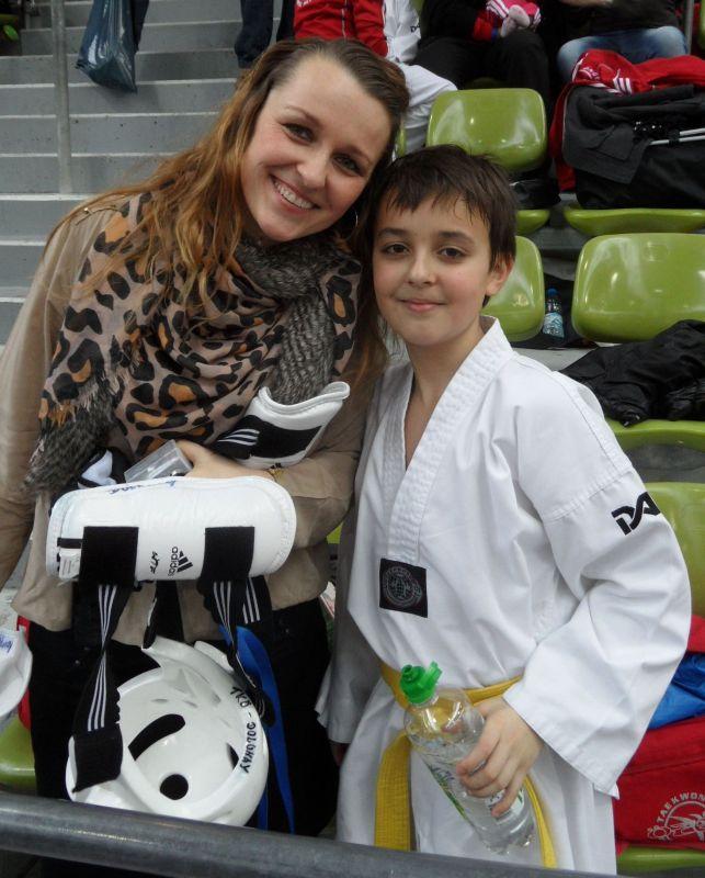 Internationales Kinderturnier Sindelfingen 2013 - Dolunay Idrizoglou mit seiner Mutter Monika