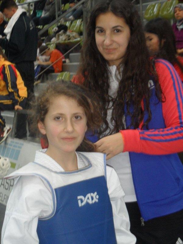 Internationales Kinderturnier Sindelfingen 2014 - Samira Danel mit ihrer Schwester Arianna Danel