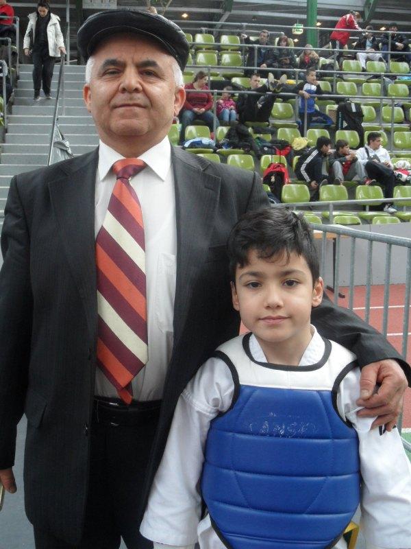 Internationales Kinderturnier Sindelfingen 2014 - Ali Kartoglu mit seinem Großvater