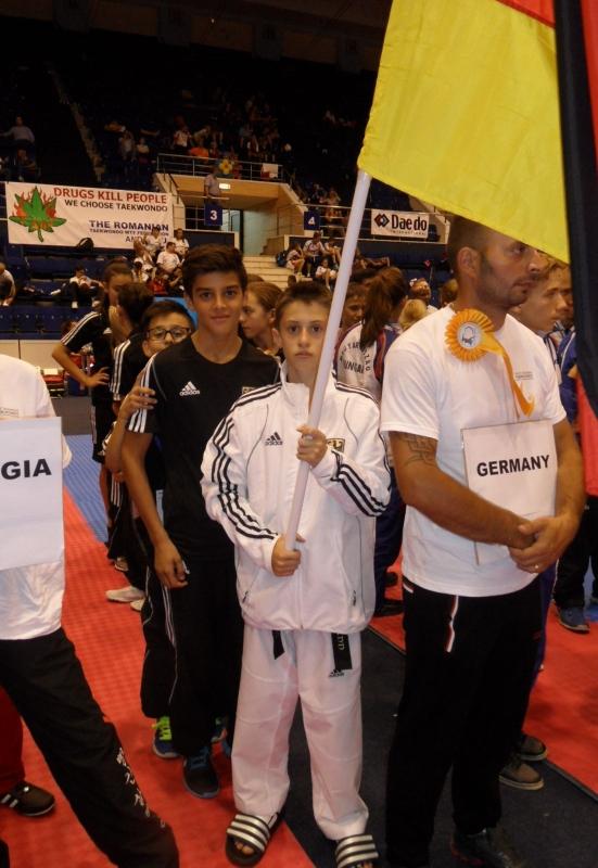 Kadetten-(U15)-Europameisterschaft 2013 in Bukarest - René Ackermann als Fahnenträger mit Malik Gülec
