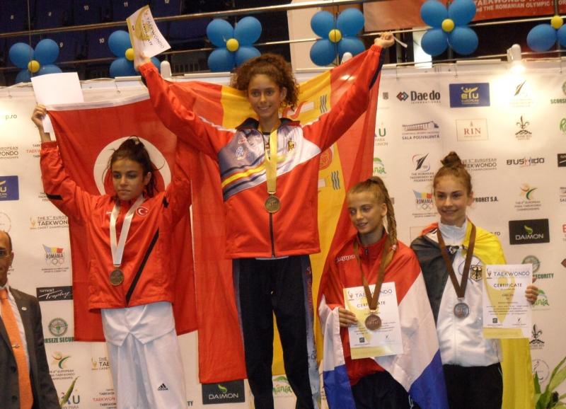 Kadetten-(U15)-Europameisterschaft 2013 in Bukarest - Ela Aydin bei der Siegerehrung