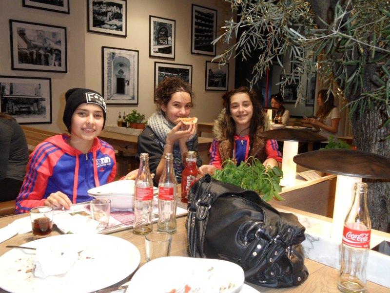 Open International d'Alsace 2014 in Schiltigheim - Sebil Kaya, Chamtual Castano und Melanie Felix im Vapiano Straßburg