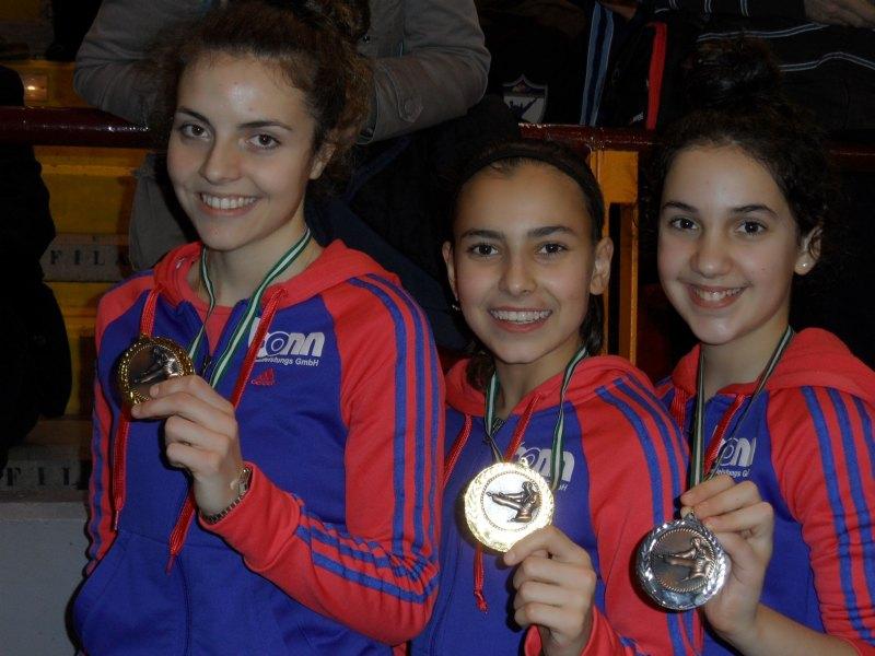 Vanessa Killisperger, Sebil Sara Kaya und Chamutal Castano mit ihren Medaillen bei den Open de Andalucía 2013