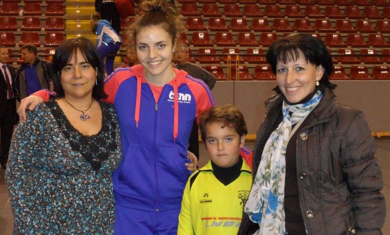 Vanessa Killisperger mit Familienangehörigen aus Córdoba