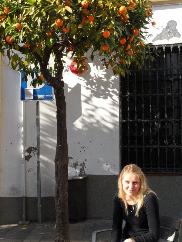 Anna-Lena Frömming beim Stadtbummel durch Córdoba