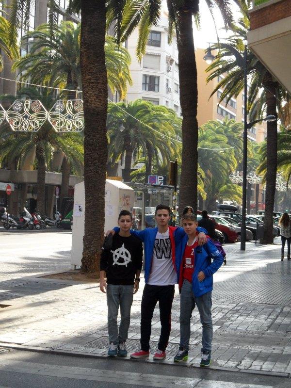 Yunus Emre Koca, Hasan Ahmed Koca und Kevin Rasch beim Spaziergang durch Málaga