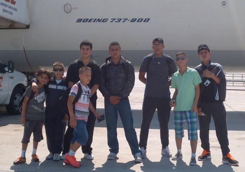 Team des Arab Sport Center aus Ostjerusalem am Flughafen Istanbul