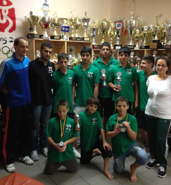 Palästinensische Gäste aus Ostjerusalem bei TKD Özer mit ihren Medaillen vom internationalen Bodensee-Cup