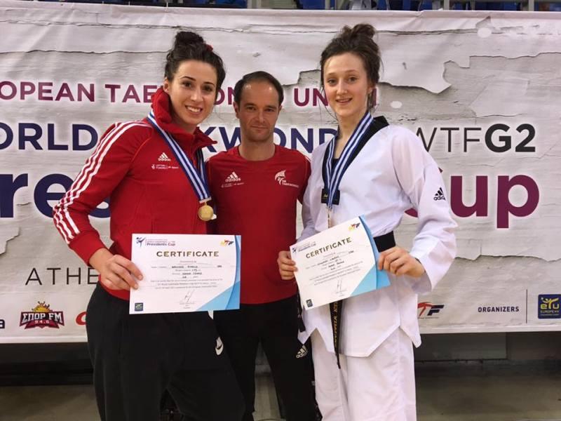 Presidents Cup 2017 in Athen - Bianca Walkden und Lauren Williams mit ihren Medaillen und Paul Green