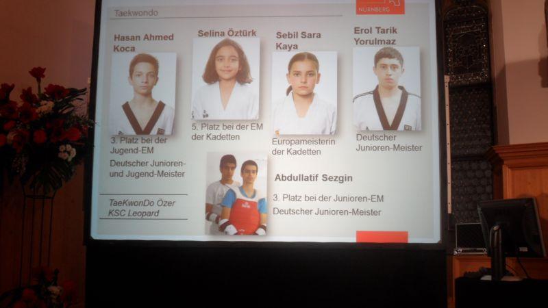 Sportlerehrung der Stadt Nürnberg 2014 - Anzeigetafel mit den Geehrten aus der Sportart Taekwondo: Hasan Koca, Selina Öztürk, Abullatif Sezgin, Sebil Kaya und Erol Yorulmaz