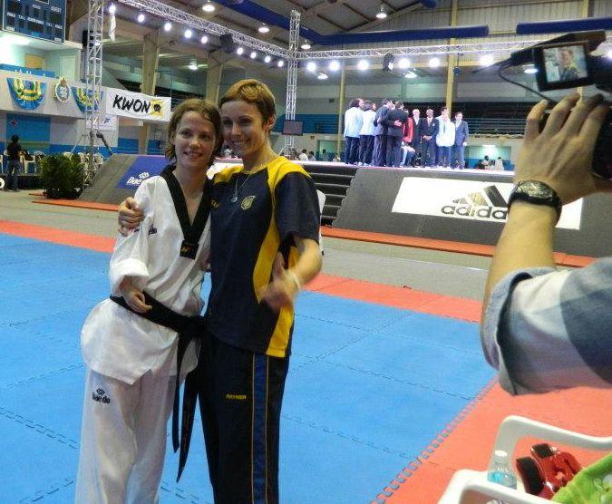 TKD Özer erfüllt ukrainischer Sportlerin den Traum von der Teilnahme an der Behinderten-WM - Viktoriia Marchuk mit ihrer Trainerin Yuliya Volkova nach einem ihrer Wettkämpfe bei der Behinderten-WM - Bild 02